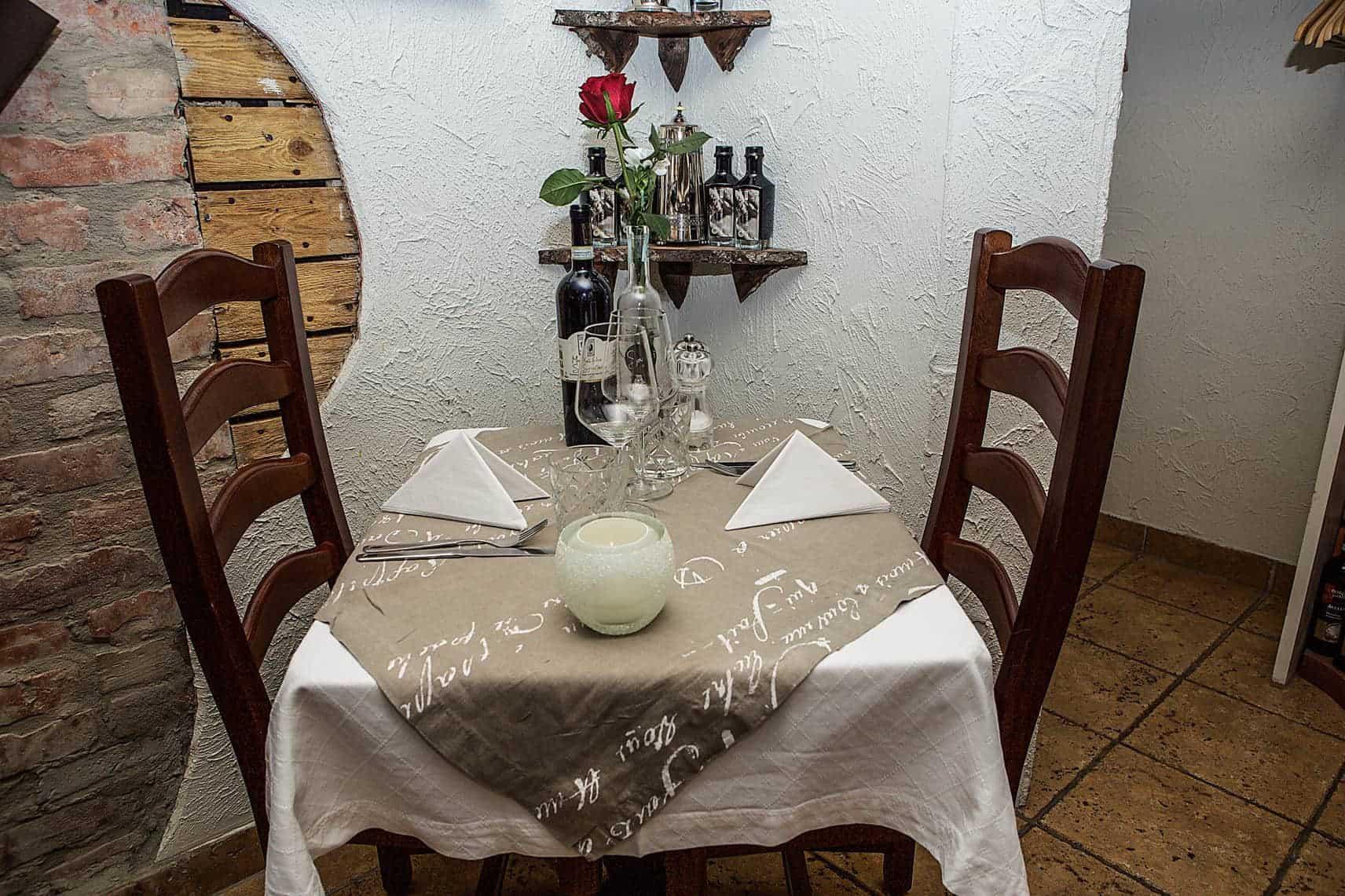 Litet bord på italiensk restaurang