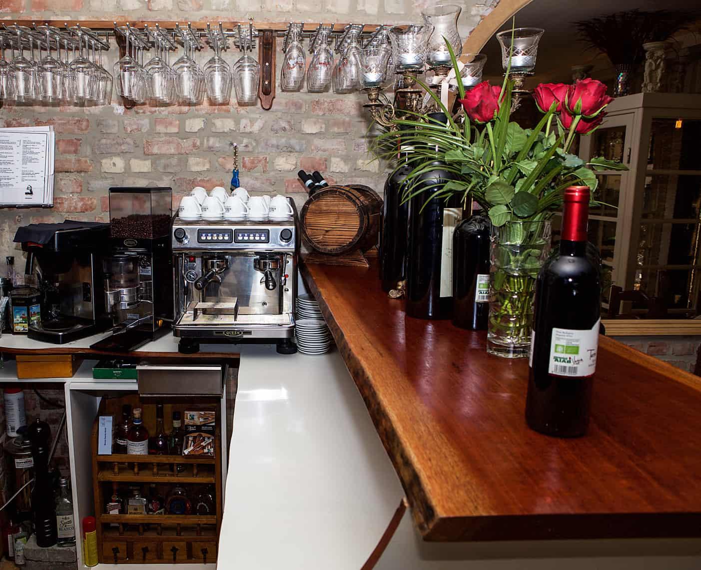 Hur det ser ut i baren på vår italienska restaurang i Göteborg